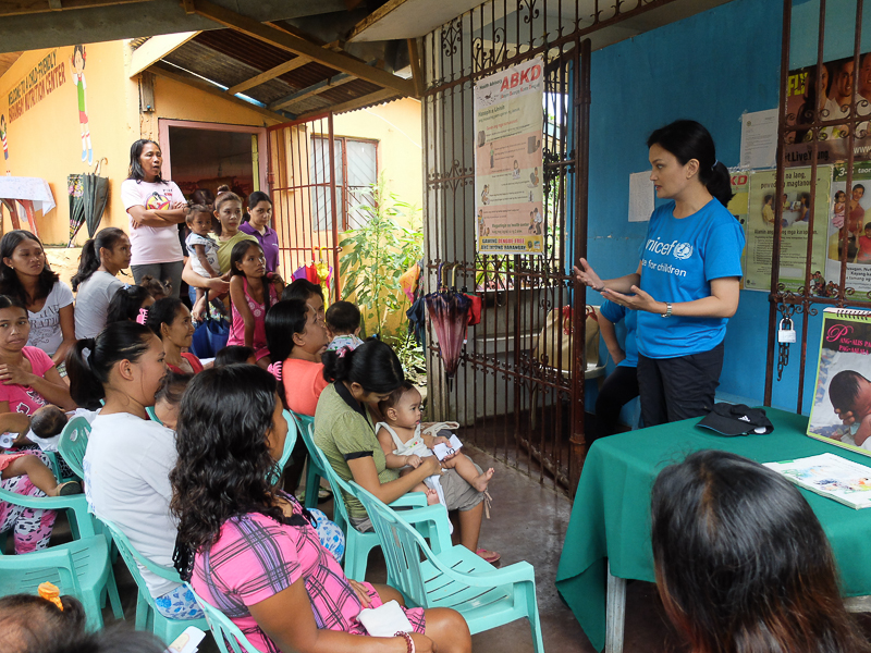 Talking with the women of Barangay Panicuason.